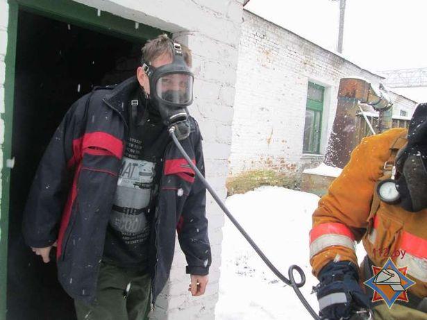 2 человека оказались в опасной зоне пожара и не могли самостоятельно эвакуироваться