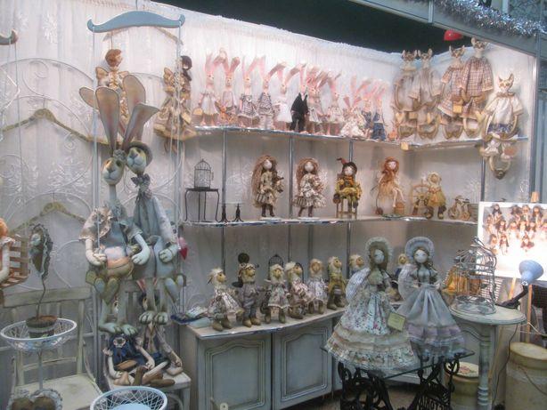 Стенд кукольницы Ирины Захаренко. Фото: Татьяна НЕКРАШЕВИЧ.