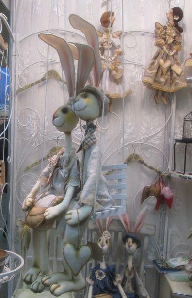 Зайцы ростом около 1 метра. Фото: Татьяна НЕКРАШЕВИЧ.
