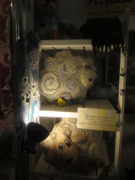 Символ года – овечка. Подушка из войлока. Фото: Татьяна НЕКРАШЕВИЧ.