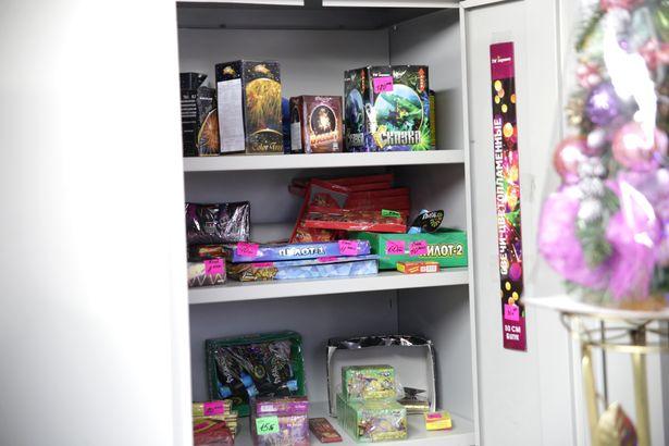 Вся пиротехника в местах продажи должна храниться в несгораемых шкафах