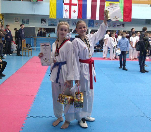 Екатерина Галочкина (слева) и Ангелина Лопуть