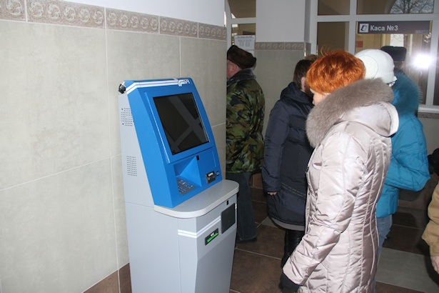 В здании установлен терминал для автоматической продажи билетов. Фото: Александр ТРИПУТЬКО.