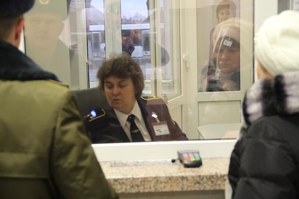 Условия для билетных кассиров созданы комфортные. Фото: Александр ТРИПУТЬКО.