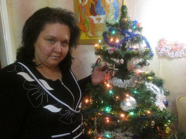 Наталья Лебедева, как семейную реликвию, хранит елочную игрушку своей бабушки – звездочку из стекляруса и бус.