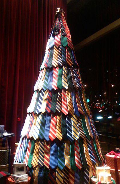 Елка из галстуков. Фото: http://fashiony.ru