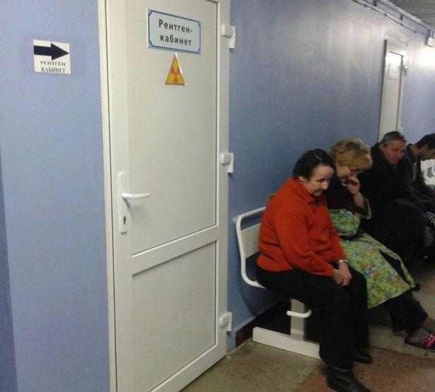 Тех пациентов, кто может самостоятельно передвигаться, просят сходить на снимок в здание поликлиники на 7-й этаж