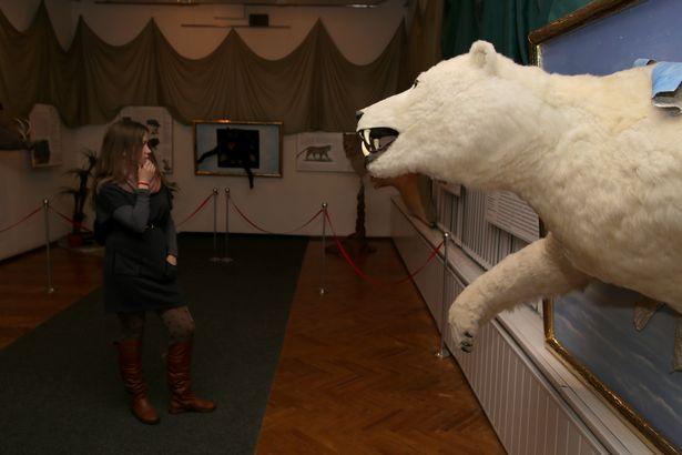 Муляж белого медведя в исполнении Владимира Найбича