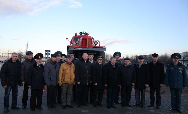 В Барановичах торжественно открыли памятный знак Пожарный автомобиль