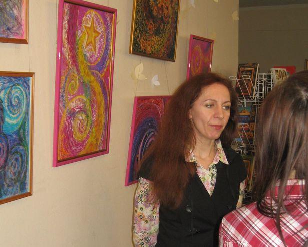Выставка работ Ольги Войтеховской открылась в библиотеке. Фото: Алексей БЕЛЫЙ