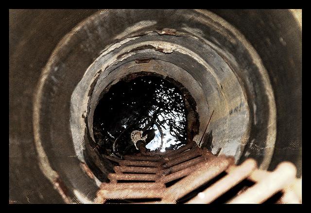 Глубина колодца, в котором утонул мужчина, составляла 11 метров.