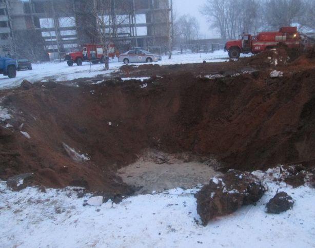Сотрудники ГроЧС и ГОВД оперативно прибыли на место происшествия. Фото: Татьяна НЕКРАШЕВИЧ.