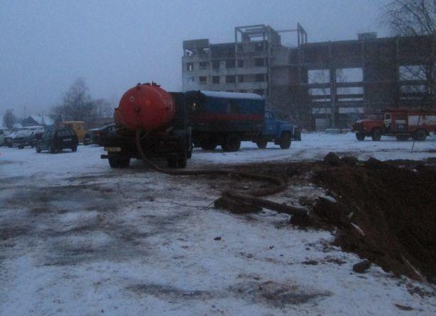 На место происшествия прибыло 11 единиц техники. Фото: Татьяна НЕКРАШЕВИЧ.