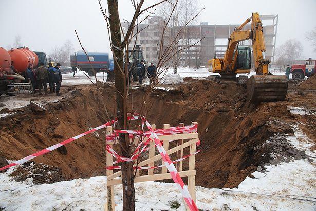Место происшествия оцеплено. Пострадавших нет. Фото: Дмитрий МАКАРЕВИЧ.