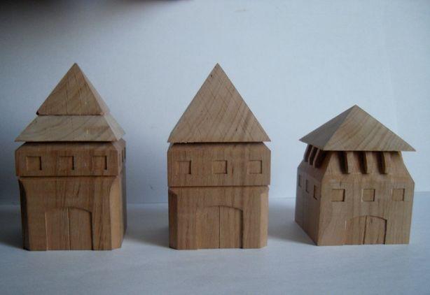 Декоративные домики из дерева Александра Баровского. Фото из архива автора.