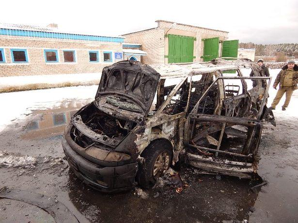 В Полонке сгорел Renault Espace. Фото: Барановичский ГРОЧС