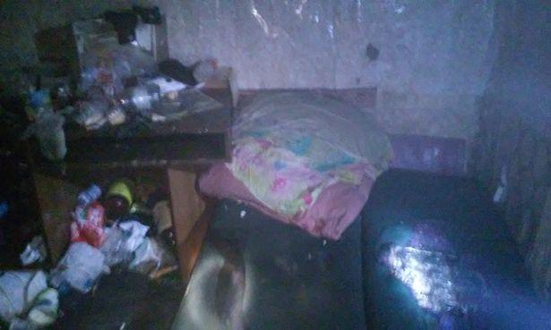 Бомж находился в закрытой ячейке подвала в состоянии алкогольного опьянения. Фото Барановичкого ГРОЧС