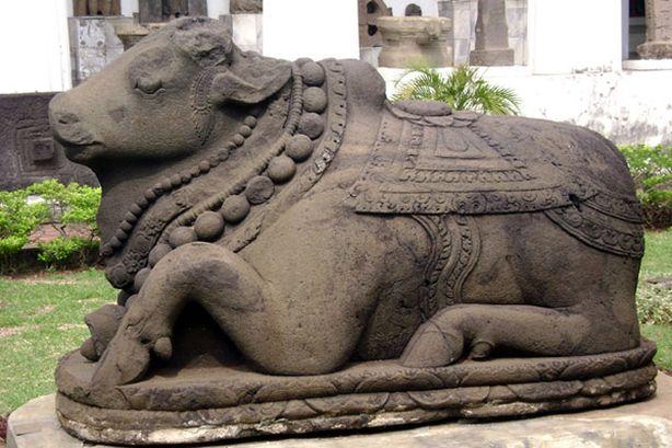 Памятник корове в Индии. Фото из соцсетей.