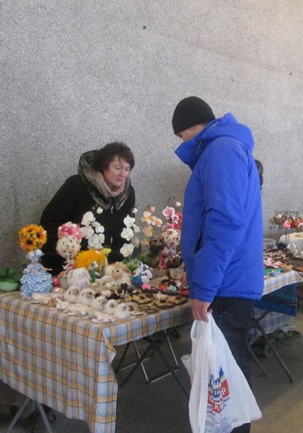 Ярмарка-продажа организована ко Дню влюбленных. Фото: Татьяна НЕКРАШЕВИЧ.