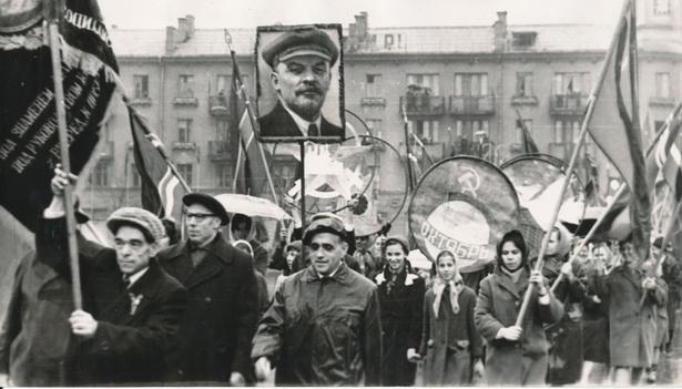 Празднование 50-летия советской власти в Барановичах 7 ноября 1967 г. Фото: Э.С. Кобяка из фондов Барановичского краеведческого музея