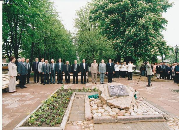 На открытии мемориальной доски в сквере в честь г. Бяла-Подляска, 2003 г. Фото: М. Крапивин, из фондов Барановичского краеведческого музея