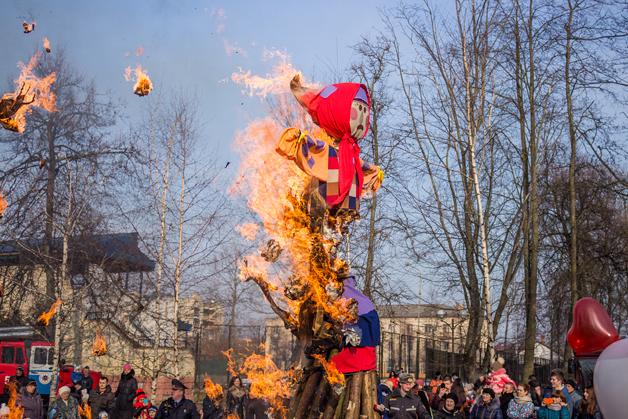 """Сожжение чучела """"Масленицы"""", 22 февраля 2015 года."""