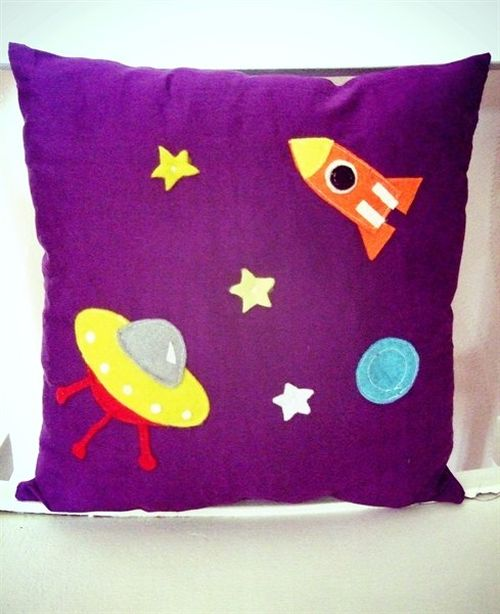 Подушки на космическую тему. Фото из архива автора.