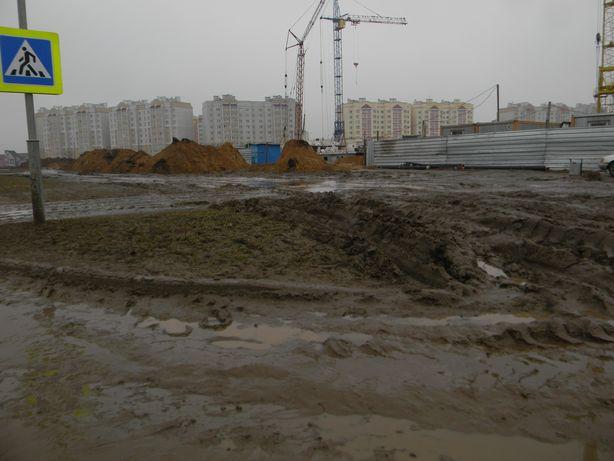 Место строительства новых домов. Микрорайон Боровки, ул. Чернышевского. Фото: Татьяна НЕКРАШЕВИЧ.