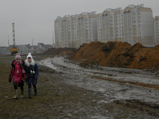 Дорога в школу. Распутица. Фото: Татьяна НЕКРАШЕВИЧ.