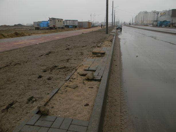 На улице Домейко разрушена плитка. Фото: Татьяна НЕКРАШЕВИЧ.