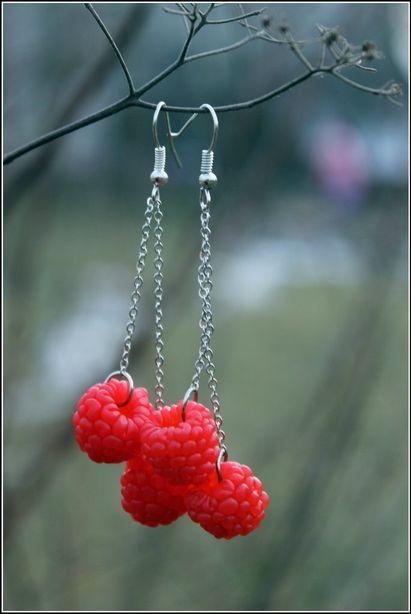 Серьги в виде ягод малины. Автор Светлана Бут-Гусаим. Фото из архива автора.