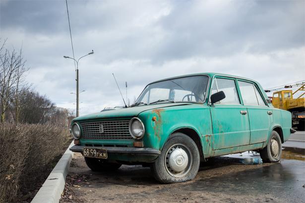 Копейка еще с советскими номерами. Фото: Юрий ПИВОВАРЧИК