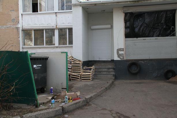 Обратная сторона магазина Родная сторона на ул. 50 лет ВЛКСМ. Фото: Александр ТРИПУТЬКО