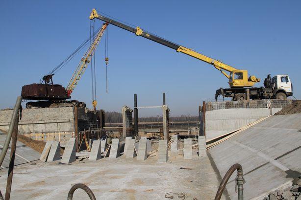 Сегодня основные строительные работы ведутся на водозаборном сооружении. Фото: Александр ТРИПУТЬКО