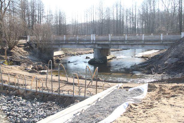 Русло реки Мышанка пущено в обход водоспуска дамбы. Фото: Александр ТРИПУТЬКО