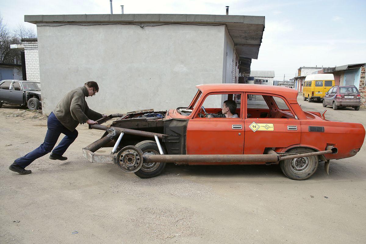 Участник соревнований – старый Москвич 1980 года выпуска. Фото: Дмитрий МАКАРЕВИЧ.