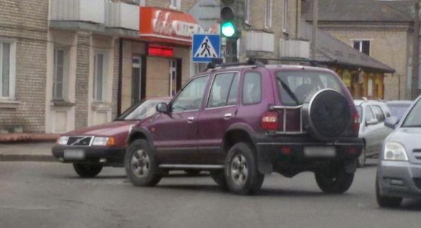 Авария 8 апреля на перекрестке улиц Войкова и Баранова