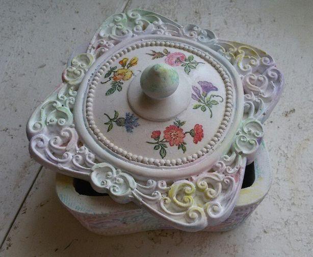 Шкатулка в стиле прованс, декорированная Инной Левко. Фото из архива автора.