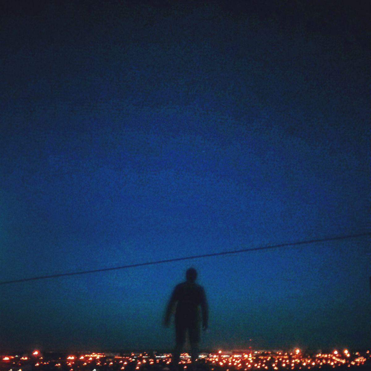 Силуэт человека над Северным микрорайоном. Фото: архив Валентина ДУДУКА
