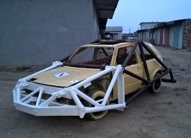Машину защищает металлический каркас. Фото: архив Автоклуба Стрит Лайн.