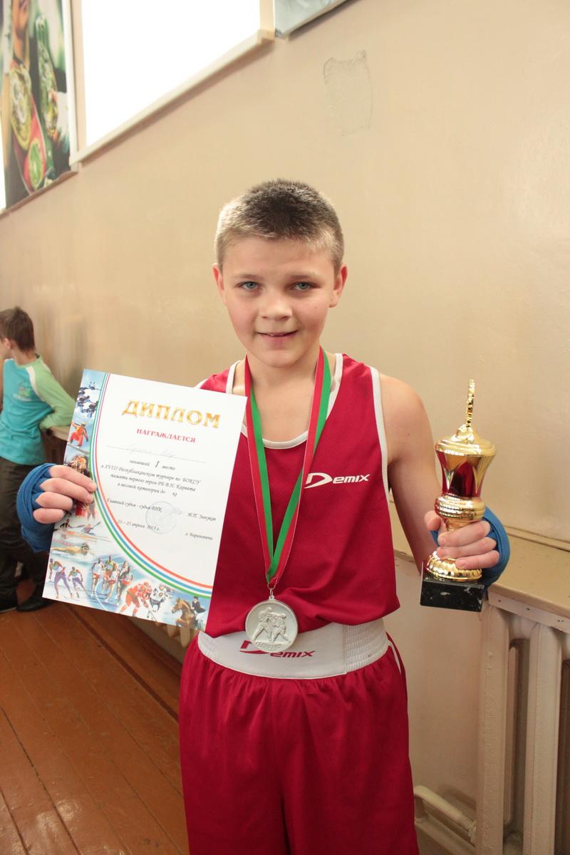 Роберт Гирштейн (Кобрин) – победитель среди школьников, 44,5 кг. Фото: Юрий ПИВОВАРЧИК