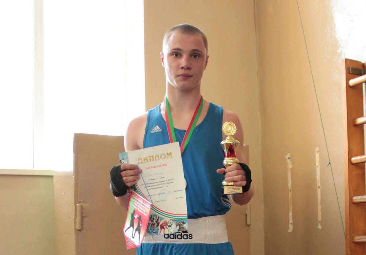 Александр Короб (Барановичи) – победитель среди юниоров (66 кг). Фото: Юрий ПИВОВАРЧИК