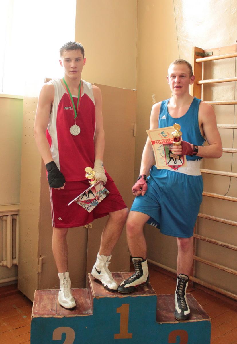 Никита Лекунович (Гомель) и Никита Горбач (Барановичи) – ничья. Фото: Юрий ПИВОВАРЧИК