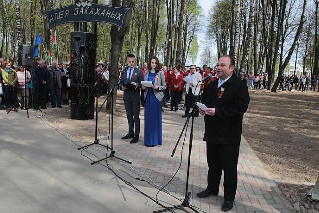 Председатель Барановичского горисполкома Юрий Громаковский поздравил горожан с открытием нового парка.