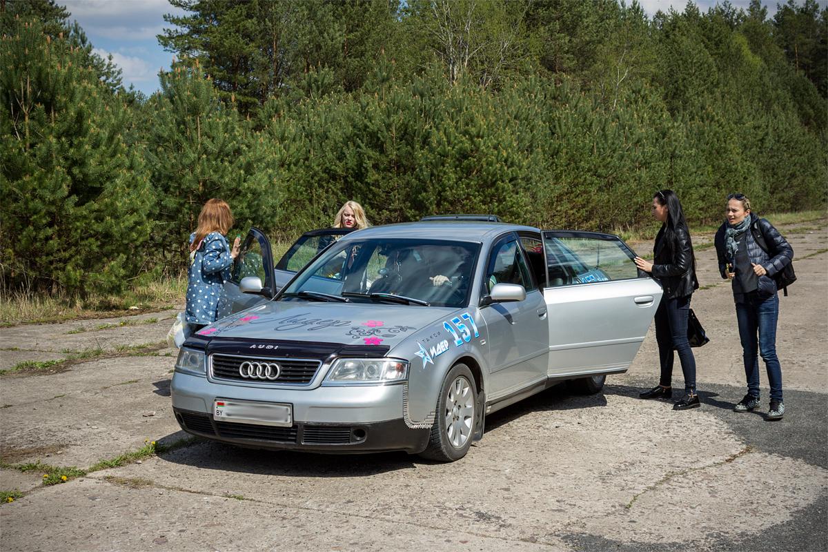Автомобили такси «Лидер» бесплатно доставляли зрителей к месту проведения автобоев