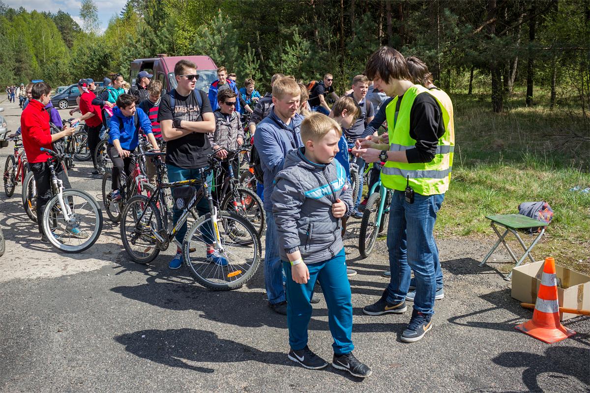 Первая группа зрителей приехала на велосипедах