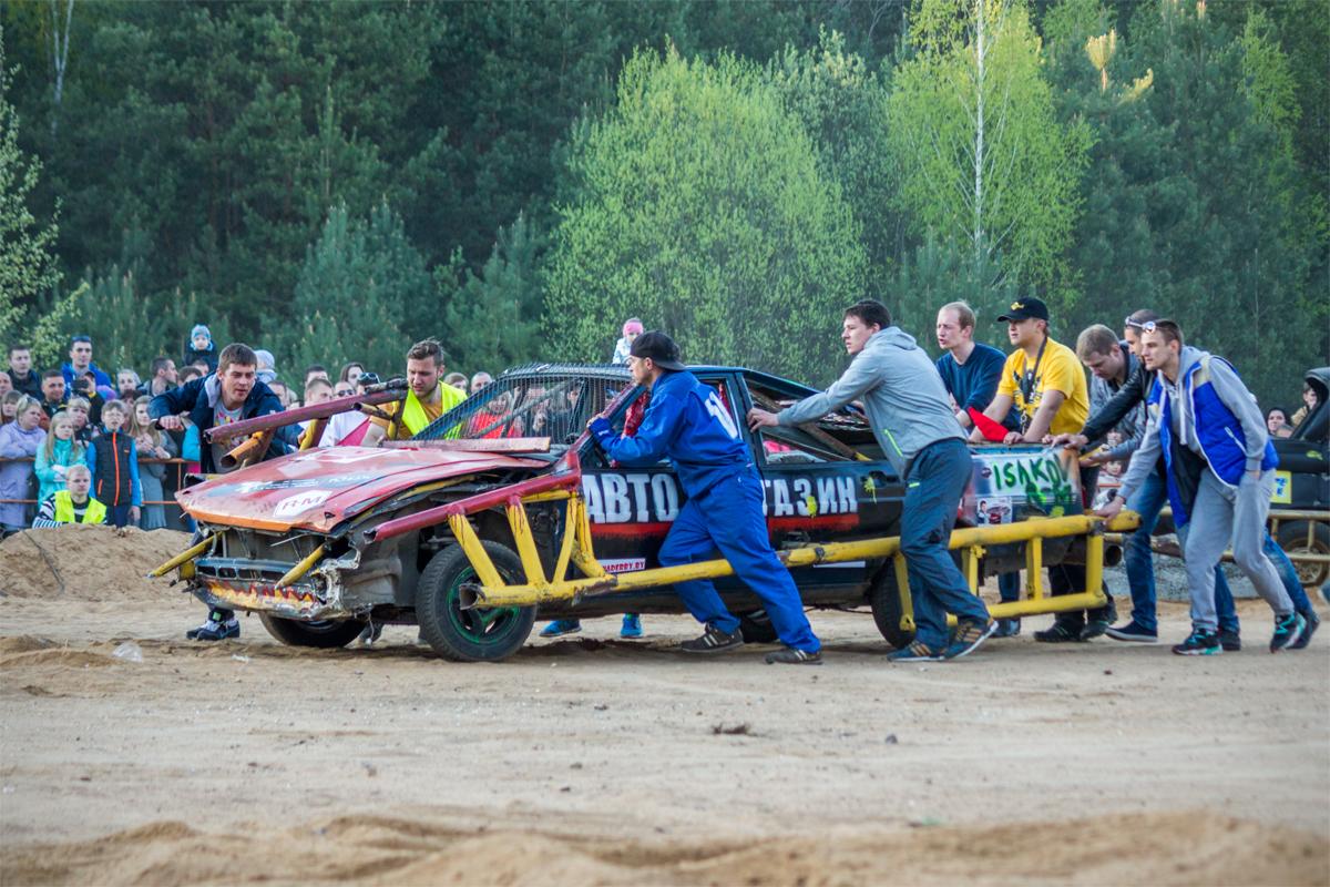 Выбывший из боя автомобиль команды «V8»