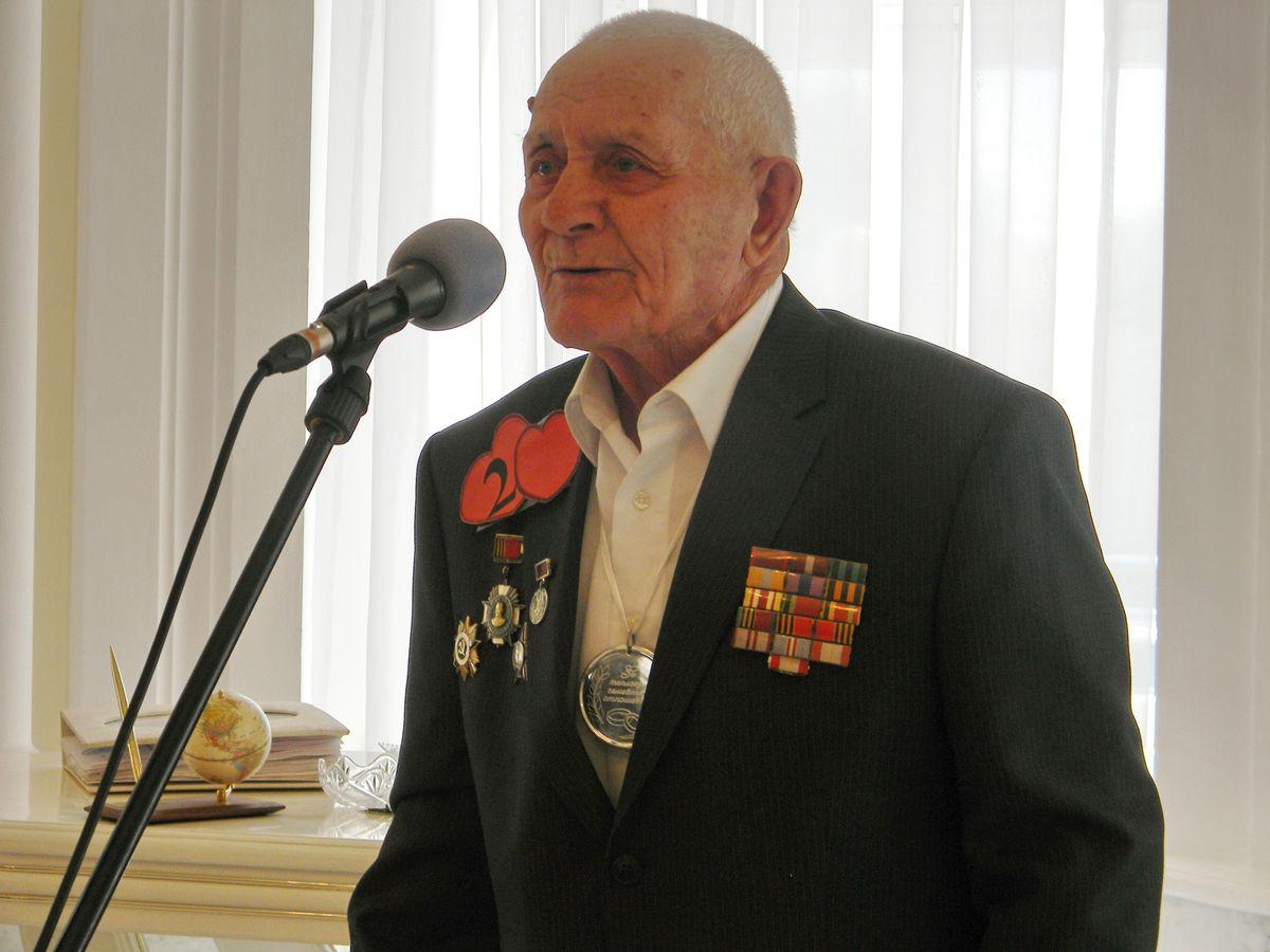 Ветеран войны Александр Александров. фото: Наталья СЕМЕНОВИЧ