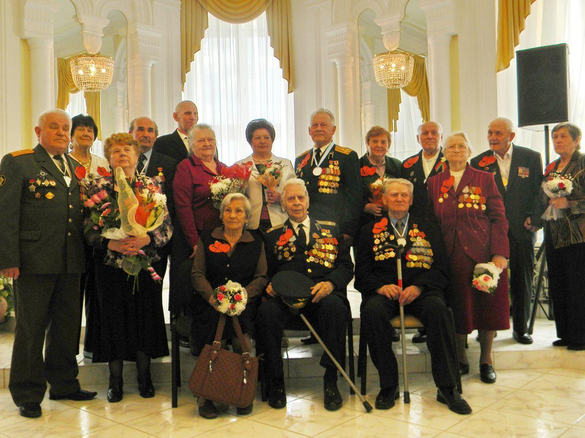В Барановичском ЗАГСе чествовали семейные пары ветеранов
