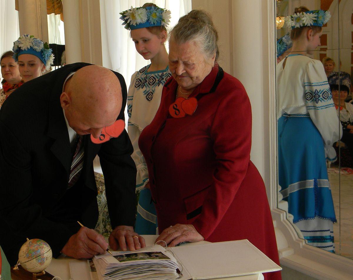 Николай и Лима Кривец – изумрудные юбиляры, прожили вместе 55 лет. фото: Наталья СЕМЕНОВИЧ